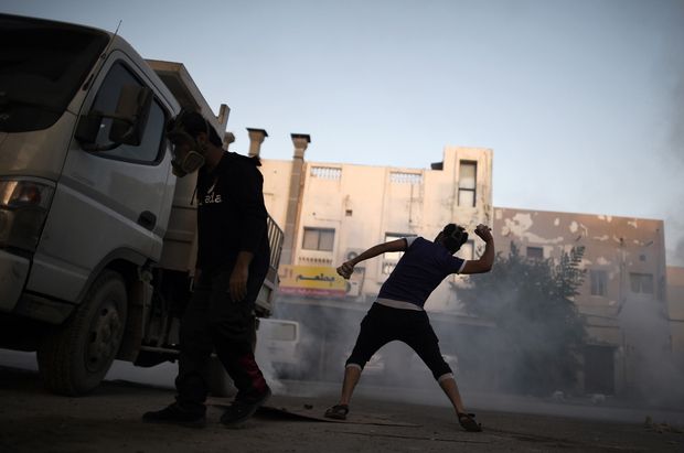 Bahraini demonstrators hurls rocks at security forces during clashes following a demonstration against the government in the village of Sitra, south of Manama, on January 1, 2016. AFP PHOTO/MOHAMMED AL-SHAIKH / AFP / MOHAMMED AL-SHAIKH